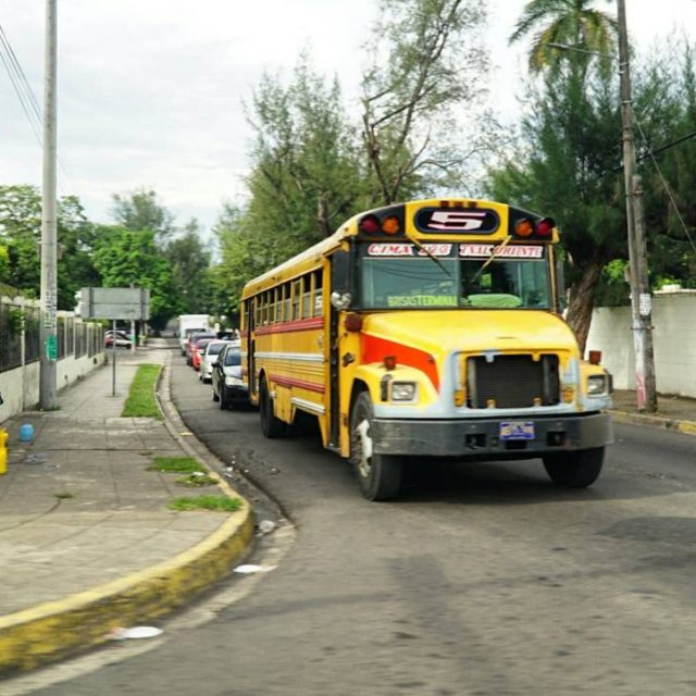San Salvador ilk izlenimler 1 Chicken Bus  Orta Amerikadahellip